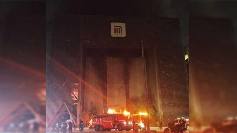 Incendio en oficinas del Metro moviliza a bomberos de la CDMX; hay 10 personas atrapadas