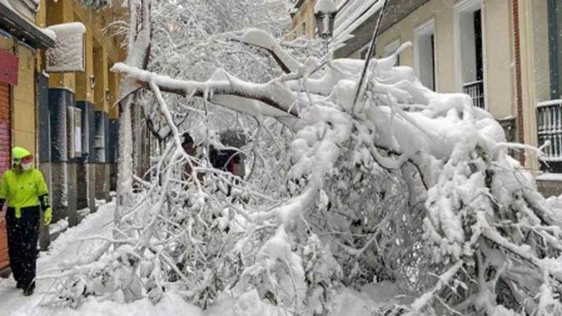 Tras fuertes tormentas en Madrid, encuentran el cadáver de un hombre sepultado en la nieve