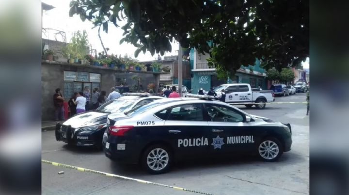 Michoacán, en guerra: Pistoleros acribillan y matan a un hombre en plena vía pública