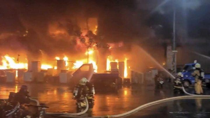 VIDEO: Edificio departamental arde en llamas en Taiwán; reportan más de 40 víctimas letales