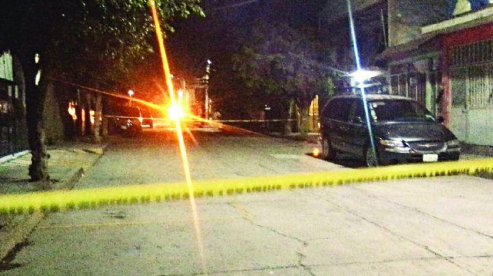 Pistoleros acribillan y dan muerte a un hombre que transitaba por calles de Xalapa
