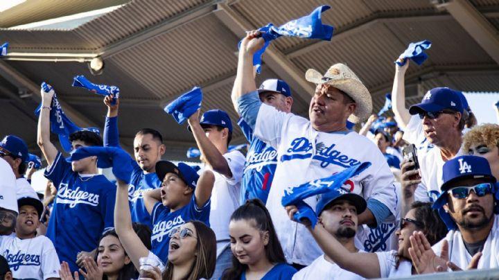 Video: Al son de 'Volver, volver' de Vicente Fernández, Los Ángeles apoya a sus Dodgers