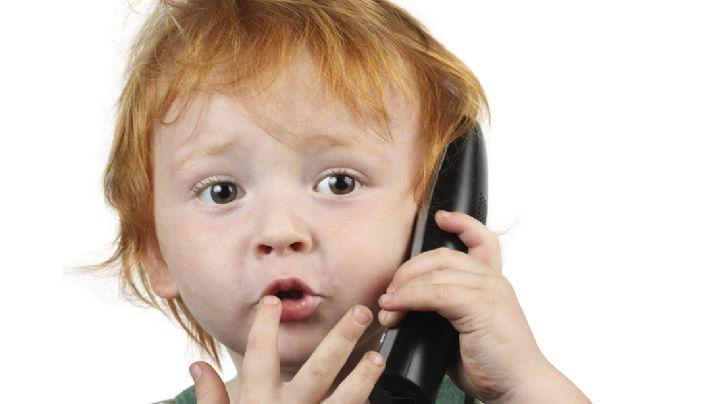 VIDEO: Un menor de 4 años llama a la policía para ¿mostrarle sus juguetes?