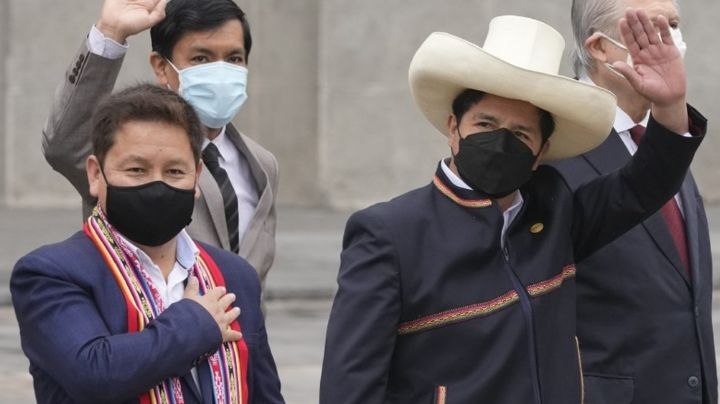 Primer ministro de Perú renuncia tras ser investigado por apología del terrorismo