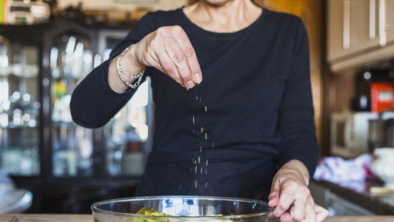 ¡No abuses de la sal! Estos alimentos bajos en sodio son grandes aliados para la salud