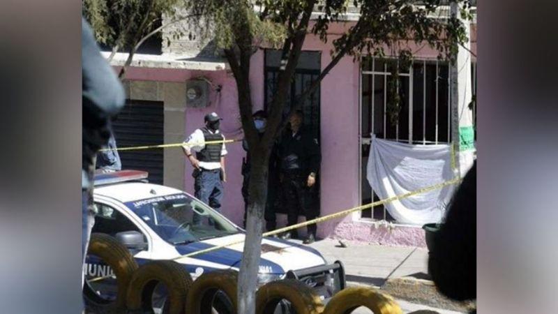 A plena luz del día, checador de taxis es asesinado a balazos por dos hombres armados