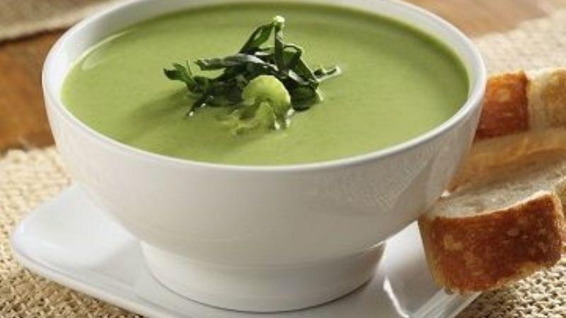 ¡Ideal para una tarde en familia! Prepara esta deliciosa crema de espinaca con jocoque