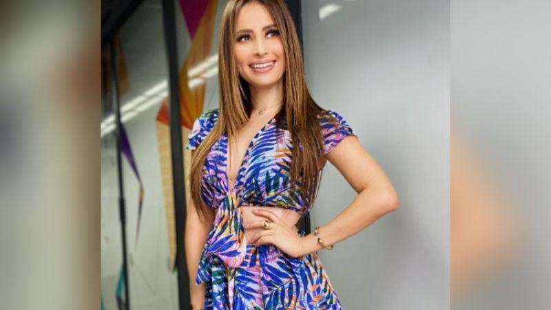 Cynthia Rodríguez pone de cabeza a TV Azteca al lucir coqueta falda en 'VLA'