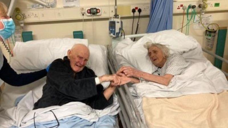 Pareja con 70 años de matrimonio se toman de la mano antes de morir por Covid-19