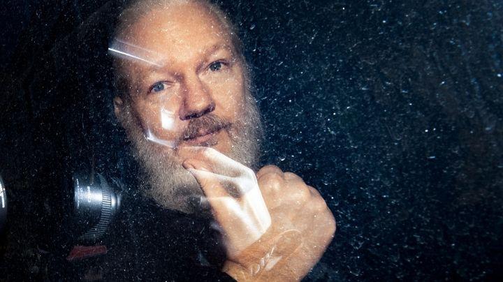 Biden busca anular el fallo que bloquea la extradición de Julian Assange a EU