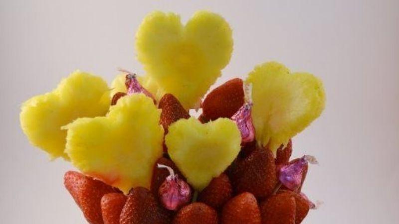 ¡Amor 'fitness'! Estas brochetas de fruta son perfectas para desayunar con tu pareja