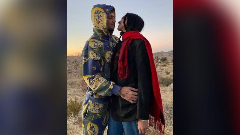 Dua Lipa celebra San Valentín con románticas fotos junto a Anwar Hadid