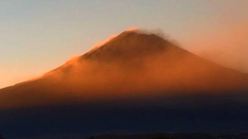 Popocatépetl inicia fuerte la semana y emite 15 exhalaciones; se mantiene en amarillo fase 2