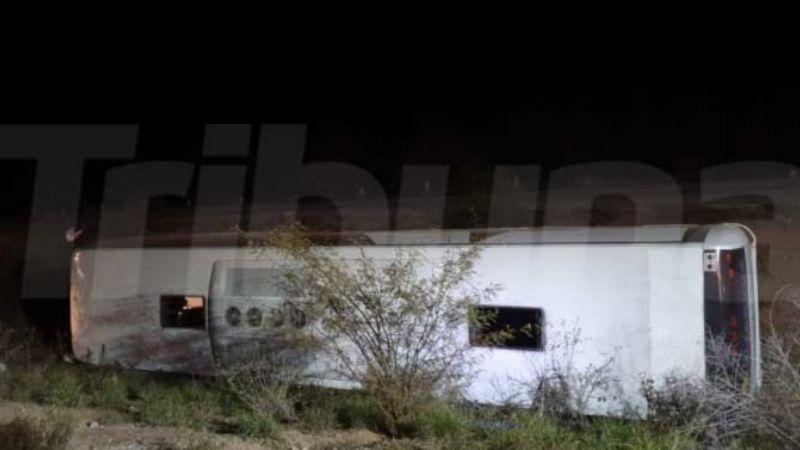 Vuelca autobús en la carretera Navojoa-Mochis; hay 34 personas lesionadas