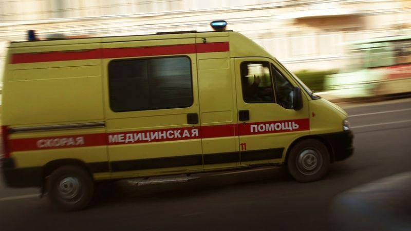 VIDEO: ¡Escalofriante! Mujer cae del décimo sexto piso de un edificio en Rusia