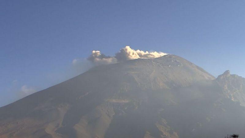 Volcán Popocatépetl causa 172 minutos de tremor y registra 2 explosiones
