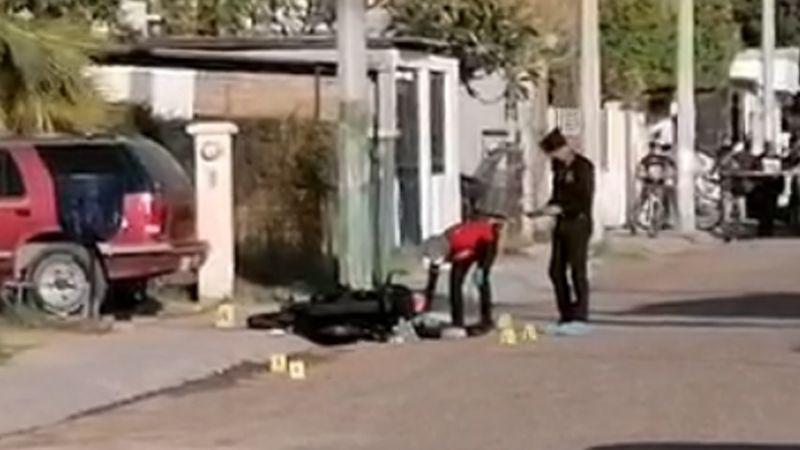 De varios disparos, sicarios le arrebatan la vida a motociclista en Cajeme