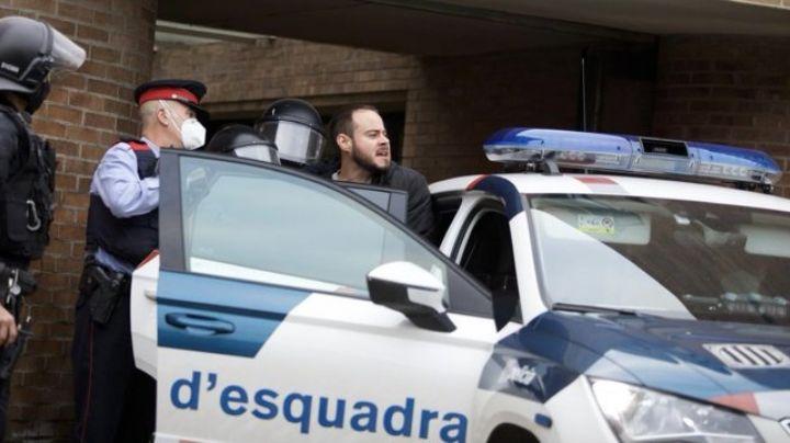 Detención del rapero Pablo Hasél provoca disturbios en Cataluña; hay varios heridos y detenidos