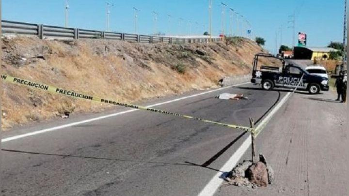 Sicarios asesinan a hombre y deja su cadáver tirado en medio de la carretera