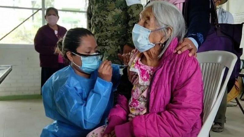 Increíble: Abuelita de 120 años recibe primera dosis de vacuna contra el coronavirus