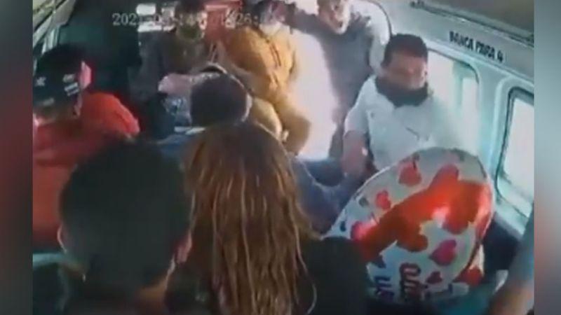 VIDEO: En pleno Día de San Valentín, sujetos armados despojan a usuarios del transporte