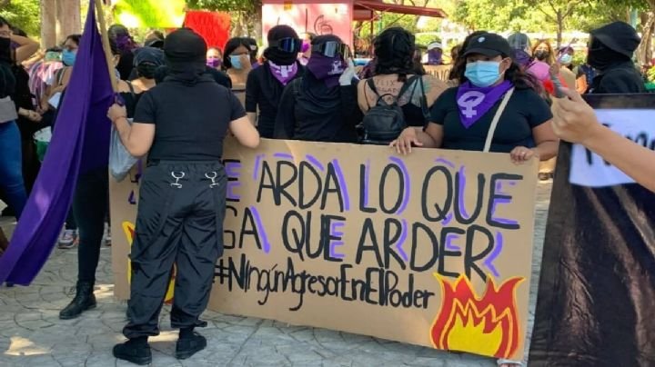 Feministas se manifiestan contra Salgado Macedonio; buscan impugnar su registro como candidato