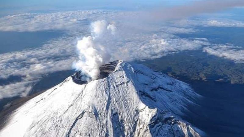 Volcán Popocatépetl aumenta actividad en 24 horas; registra 25 exhalaciones y 3 explosiones