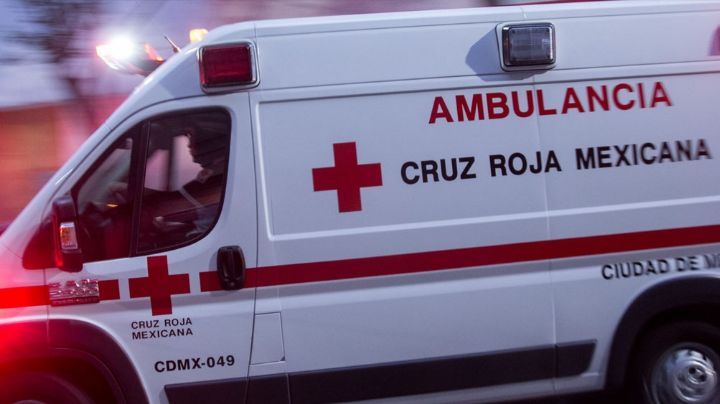 Dan por muerto a motociclista y lo abandonan herido; después descubren ¡que estaba vivo!
