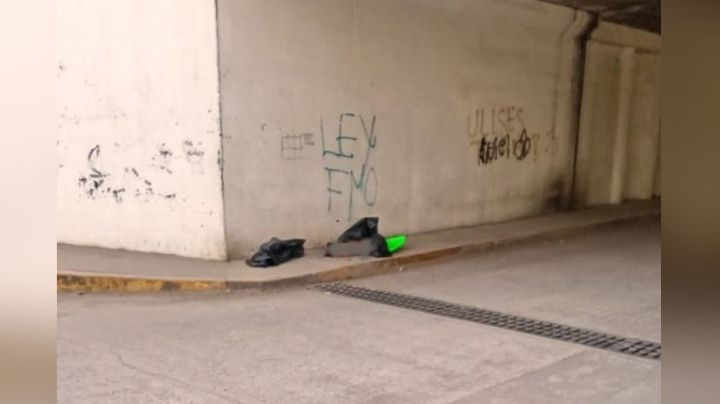 Violencia, imparable: Abandonan cadáver desmembrado en carretera; tenía narcomensaje
