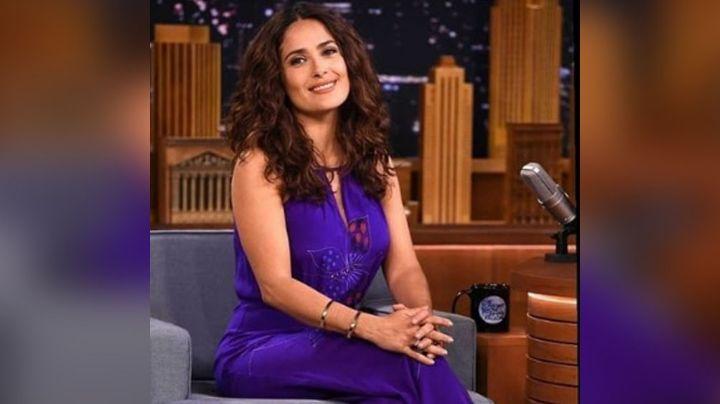 ¿No deja la actuación? Salma Hayek enciende las redes con tremendo baile en barra