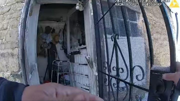 VIDEO: Agentes rescatan a un 'abuelito' atrapado en un incendio que consumió su vivienda