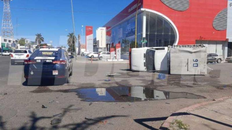 Terrible choque volcadura deja cuantiosos daños materiales en Ciudad Obregón