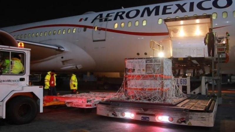 Covid-19: Llega a México segundo embarque con sustancia activa de la vacuna de AstraZeneca