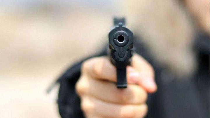 VIDEO: Ladrones irrumpen en restaurante de la CDMX y disparan para cometer un asalto