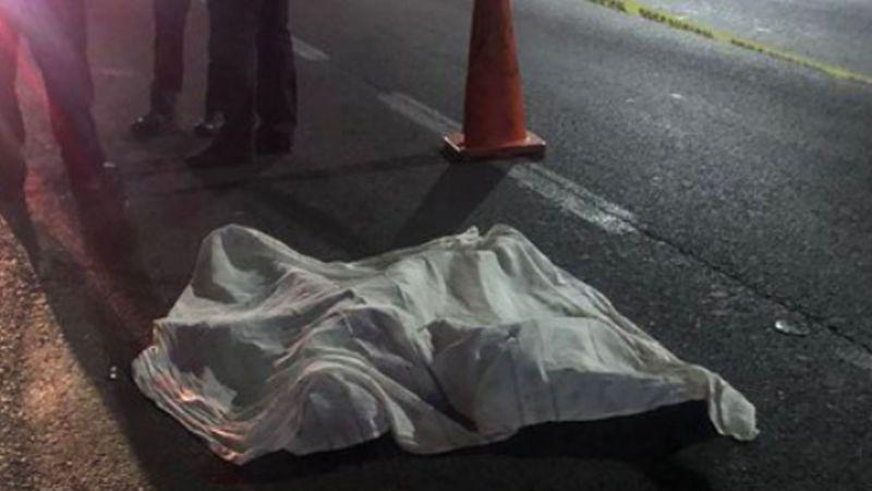 Cobarde feminicidio: Mujer muere tras ser apuñalada y arrojada de un auto en movimiento