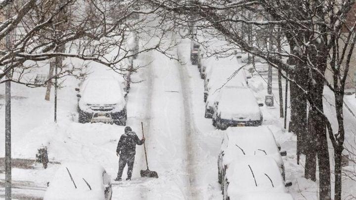 Tras intensa tormenta invernal y quedar sin luz, hallan 2 cuerpos congelados en Houston