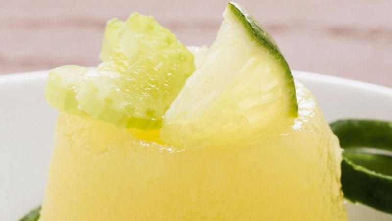 Supera la próxima temporada de calor con ayuda de esta rica gelatina de pepino y apio