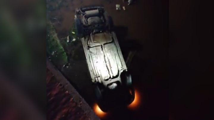 Aparatoso accidente: Auto cae a canal del Valle del Yaqui y deja una persona herida