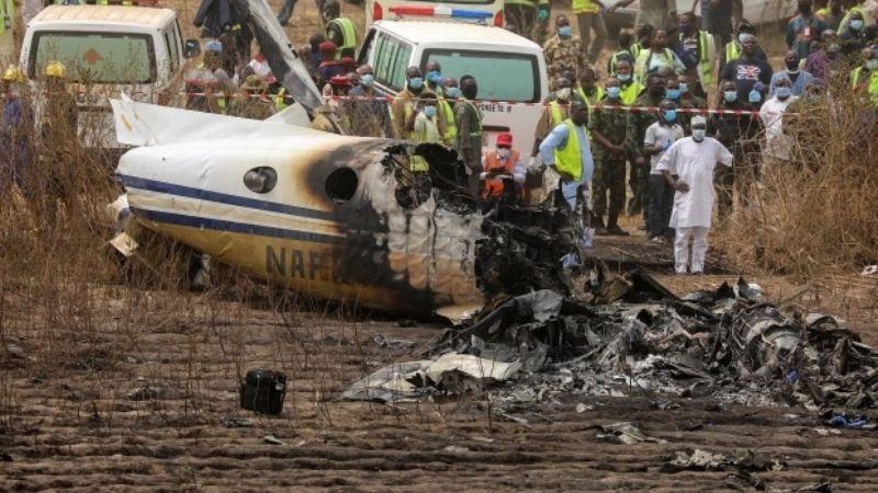 """""""Todos gritaban"""": Avión intenta rescatar a 42 personas secuestradas y explota; mueren 7"""