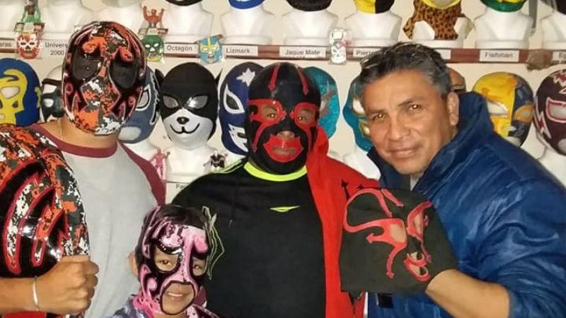 ¡Increíble colección! El cajemense Jesús Pedroza tiene más de 600 máscaras de Lucha Libre