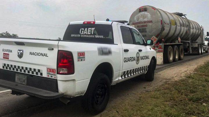 Otro golpe al huachicoleo: Cae camión con más de 42 mil litros de petróleo en Tabasco