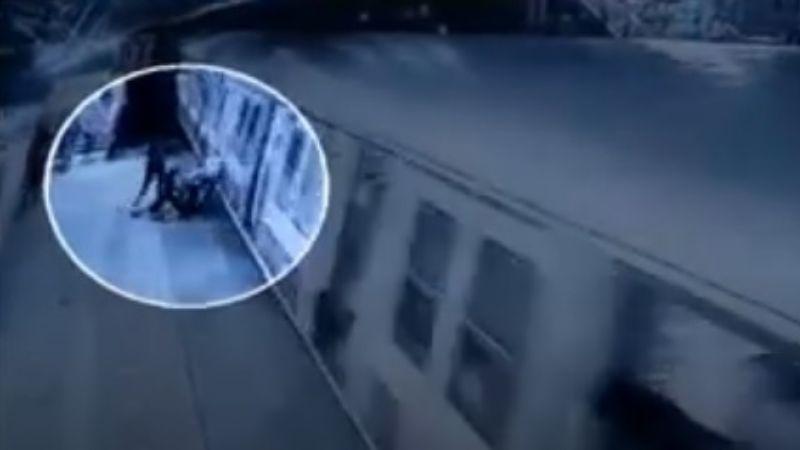 VIDEO: ¡Terrible! Sujeto intenta matar a una mujer en el tren porque no quiso casarse con él