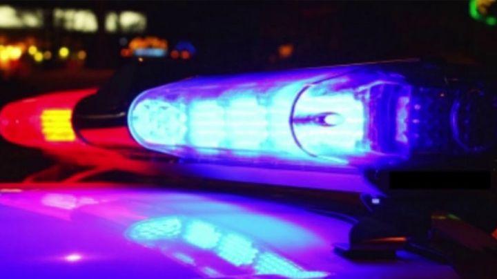 Ladrones asaltan tienda y reciben brutal golpiza; policías lo salvan de morir linchados