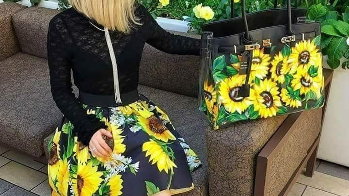 Lleva el atuendo más femenino en todo momento con estos 'outfits' de faldas con flores