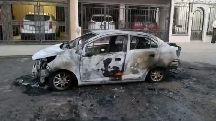 Auto queda reducido a escombro tras incendiarse en Ciudad Obregón; hay un herido
