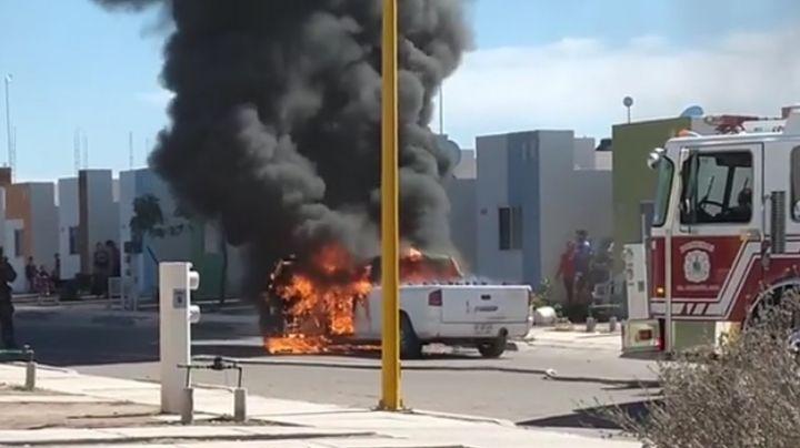 Vehículo de venta de agua purificada sufre fuerte incendio en Ciudad Obregón