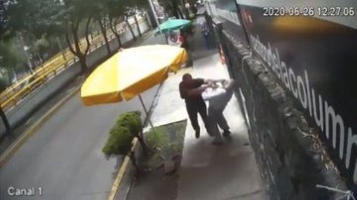 CDMX: Cae 'Lord Banqueta', sujeto que golpeó a transeúntes por cruzarse en su camino