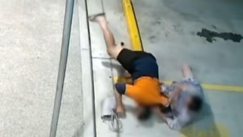 VIDEO: ¡Te metiste con la personaequivocada! Mujer pelea contra un ladrón por su bolsa