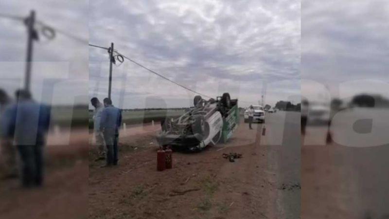 Peligro en el Valle del Yaqui: Vuelca camioneta con cilindros de gas y chofer resulta herido