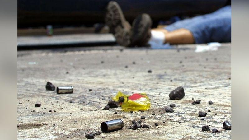 Frente a su hijo de 10 años, sicarios ejecutan a tiros a un hombre; el niño está grave